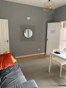 A bed or beds in a room at Modern Spacious Room