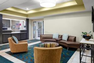 A seating area at Candlewood Suites Warner Robins, an IHG Hotel