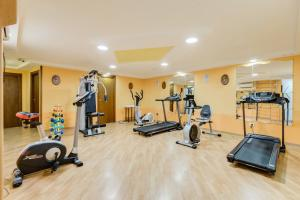 The fitness centre and/or fitness facilities at Best Western Hotel La Solara