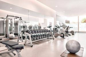 The fitness center and/or fitness facilities at Hilton Rotterdam