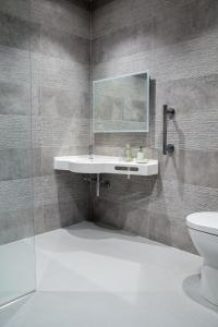 A bathroom at Swansea Valley Holiday Cottages
