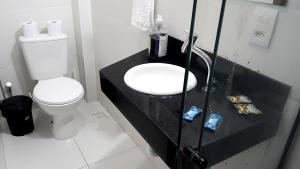 A bathroom at Hart Aparthotel Ltda