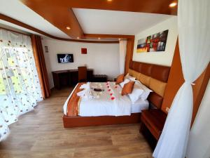 A bed or beds in a room at VICTORIA SANDS LODGE