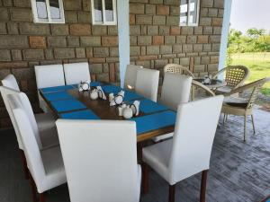 A restaurant or other place to eat at VICTORIA SANDS LODGE