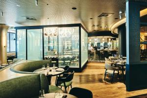 A restaurant or other place to eat at Crowne Plaza Melbourne, an IHG Hotel