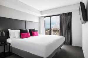 A bed or beds in a room at Mantra Southbank