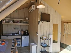 A kitchen or kitchenette at Glamping Camp Soline