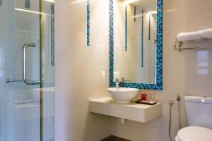 Ein Badezimmer in der Unterkunft The 5 Elements Hotel Chinatown Kuala Lumpur