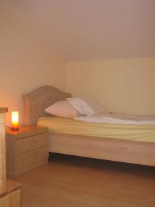 Ein Bett oder Betten in einem Zimmer der Unterkunft Ferienwohnung Haus Datz in Berchtesgaden