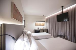 A bed or beds in a room at Royal Boutique Savassi Hotel