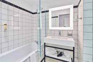 Salle de bains dans l'établissement Mercure Paris Orly Tech Airport