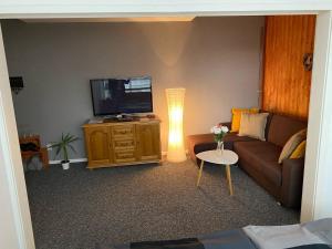 Televízia a/alebo spoločenská miestnosť v ubytovaní Penzión Exclusive
