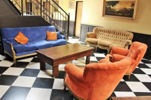 A seating area at DEL900 Hostel Boutique