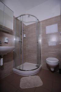 A bathroom at Aviator Garni Hotel Bratislava