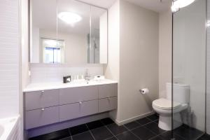 A bathroom at AKOM AT Docklands