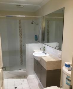 A bathroom at Cape View Beach Resort