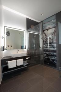 A bathroom at Hotel Esplanade