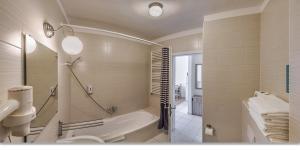 A bathroom at Prince Apartments