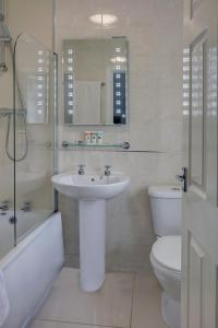 A bathroom at Best Western Bolholt Country Park Hotel