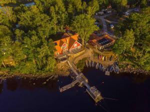 Ett flygfoto av Sjöstugans Hotell & Camping
