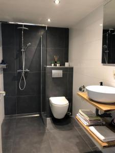 Een badkamer bij Bed and Breakfast Haarlem 1001 Nacht