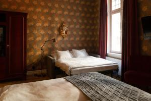 A bed or beds in a room at Hotel Kung Carl; BW Premier Collection