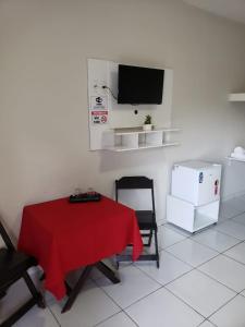 A television and/or entertainment centre at Pousada e Posto Amigão