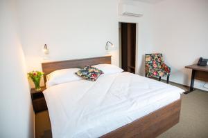 Кровать или кровати в номере Hotel Olympionik