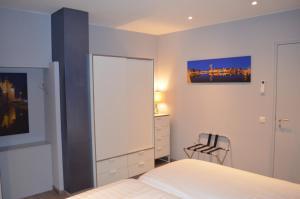 Een bed of bedden in een kamer bij Relaxed Apartments Haarlem