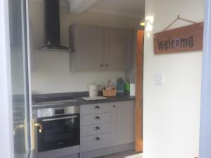 A kitchen or kitchenette at The Homer