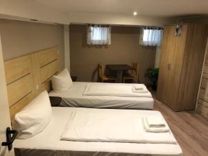 Ein Bett oder Betten in einem Zimmer der Unterkunft Pension Reiter