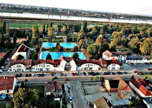 Blick auf Hét Vezér Apartmanhotel aus der Vogelperspektive