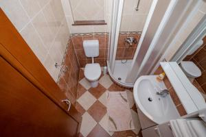A bathroom at Apartments Dionis