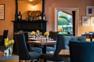 A restaurant or other place to eat at The Five Arrows Hotel