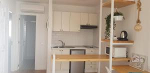A kitchen or kitchenette at Bungalows Castillo Beach