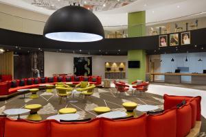 Um restaurante ou outro lugar para comer em ibis Jeddah City Center