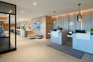 The lobby or reception area at Courtyard by Marriott Inverness Airport