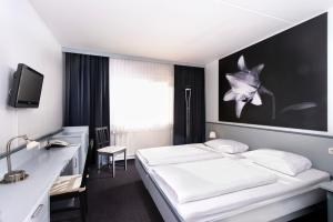 A bed or beds in a room at Good Morning + Bad Oldesloe