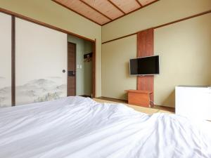 A bed or beds in a room at OYO International Hotel Kaike