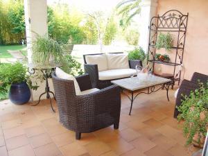 Een patio of ander buitengedeelte van Holiday Home Villa Les Fourches