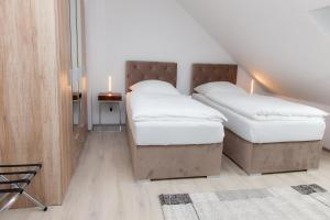A bed or beds in a room at Luft Apartments nahe Messe Düsseldorf und Airport 3B