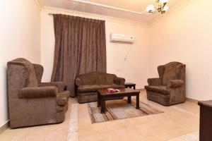 Uma área de estar em OYO 462 Masar Najd