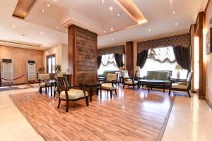 Um restaurante ou outro lugar para comer em OYO 462 Masar Najd