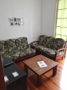A seating area at Pensión Hedrass