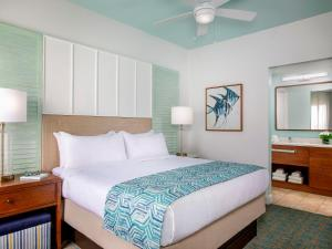 A bed or beds in a room at Marriott's Harbour Lake