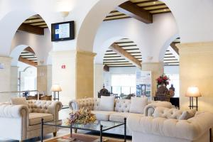 The lobby or reception area at Guadacorte Park