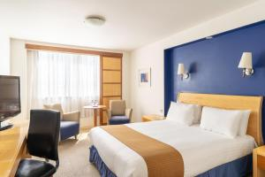 A bed or beds in a room at Holiday Inn Gloucester / Cheltenham, an IHG Hotel