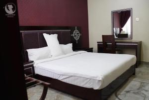 A bed or beds in a room at Porto Golf Hotels