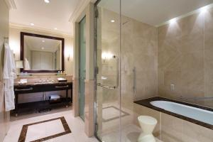 A bathroom at The Tokyo Station Hotel