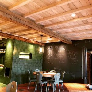 A restaurant or other place to eat at Müller! Das Weingut & Weinhotel
